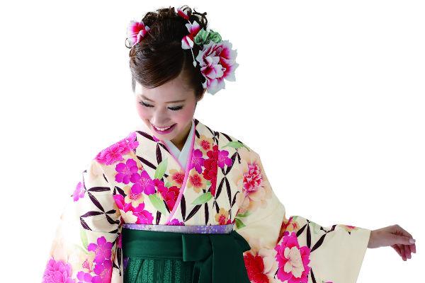 卒業式で袴を着たい方に必要なものをご紹介