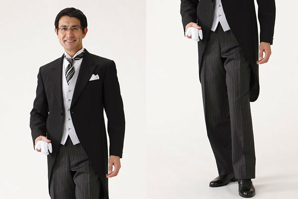 d0329237b7780 先ほどと同じ正礼服のモーニングコートですが、中のベストがグレーになっています。グレーのベストは、主に新郎新婦の父として出席する結婚式向き。