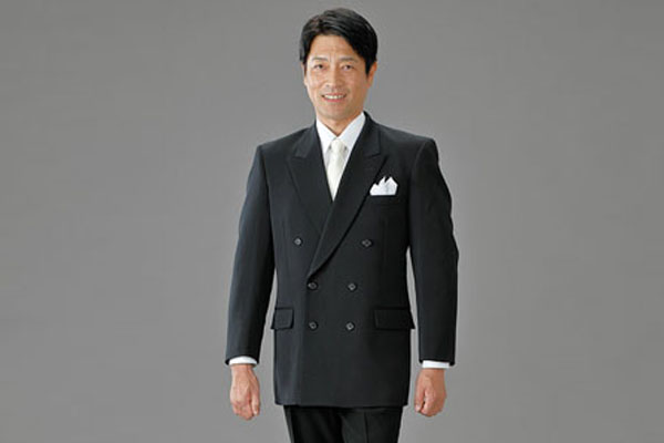 フォーマルさを感じさせるダブルの紳士礼服特集